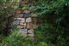 Een fragment van de muur, verlaten van de oude tempel royalty-vrije stock fotografie