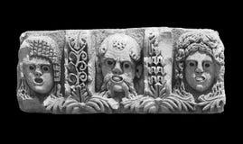 Een fragment van een bas-hulp van het oude amfitheater in Demre op een zwarte achtergrond Royalty-vrije Stock Foto's