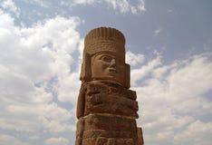 Een fragment van een heilig standbeeld in Teotihuacan, Mexico Stock Foto