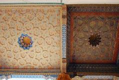 Een fragment van geschilderd plafond van de moskee in de Bakvesting Stock Afbeelding