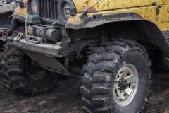 Een fragment van het lichaam en de chassis van SUV Stock Foto's