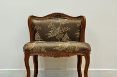 Een geïsoleerde stoel Stock Foto