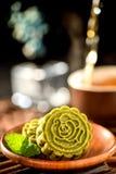 Een gebakje met meestal zoete vullingen maakte voor het Maanfestival, vandaar dat los als maancake wordt vertaald royalty-vrije stock afbeeldingen