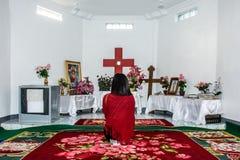 Een gebed in de ruimte, bij de bovenkant van Naw-Bu de berg van Baw, dan Ta stock fotografie