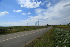 Een gebied van windturbines Royalty-vrije Stock Afbeeldingen