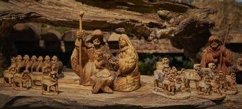 Een geboorte van Christusscène van houten cijfers wordt gemaakt dat royalty-vrije stock foto's
