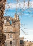 Een gebouw op Grassmarket-Straat, Edinburgh Schotland door wint wordt aangestoken die stock foto