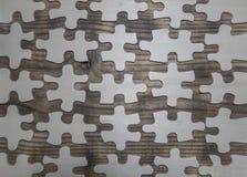 Een gebroken houten raadsel op de lijst stock foto