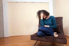 Een gedeprimeerde vrouw Stock Afbeelding