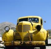 Een geel verlaten voertuig Bonnie en Clyde royalty-vrije stock afbeeldingen