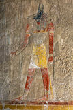 Een gegraveerde hulp die Anubis afschilderen de hondsgod van de doden bij de Tempel van Hatshepsut in Deir al-Bahari dichtbij Lux royalty-vrije stock foto's