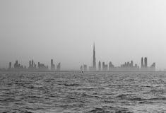 Een gehade horizonkijk op Doubai vroege ochtend Royalty-vrije Stock Afbeeldingen