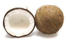 Een gehele kokosnoot en halve kokosnoot Royalty-vrije Stock Afbeeldingen