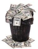 Een geld is in een afvalemmer. Stock Fotografie