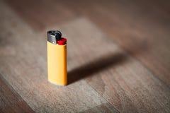 Een gele aansteker in de vloer Royalty-vrije Stock Foto