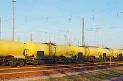 Gele goederentrein Stock Foto's