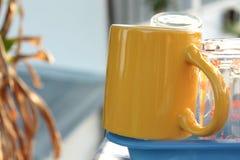 Een gele kop stock foto