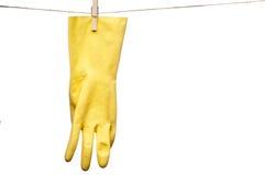 Een gele rubberhandschoen op een drooglijn Stock Foto's