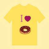 Een gele t-shirt met beeld van doughnutdoughnut en cupcake Stock Foto