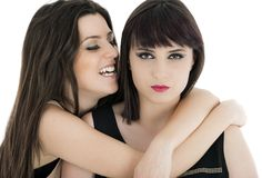 Een gelukkige die meisjesvrienden - over een witte achtergrond worden geïsoleerd Royalty-vrije Stock Fotografie