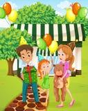 Een gelukkige familie die buiten het huis vieren royalty-vrije illustratie