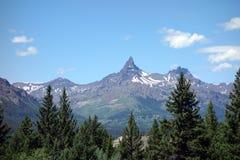 Een genoemde bergpiek draagt tand Stock Foto