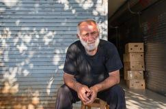 Een Georgische mens bij een fruitmarkt Stock Afbeelding