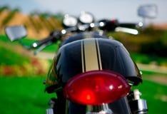 Een geparkeerde motorfiets Stock Afbeelding