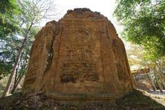 Een geruïneerde tempel in Prasat ja Puon in Sambor Prei Kuk in Kambodja royalty-vrije stock foto's