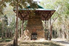 Een geruïneerde tempel in Prasat ja Puon in Sambor Prei Kuk in Kambodja stock afbeelding