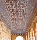 Een Gesierd Plafond in Spiegelpaleis, Amer Palace, Jaipur, Rajasthan, India royalty-vrije stock foto's