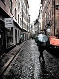 Een gestileerd beeld van de regenachtige straat in oud Stockholm Gamla Stan Royalty-vrije Stock Foto's