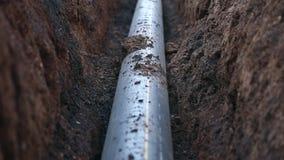 Een geul met een aardgasleiding stock video