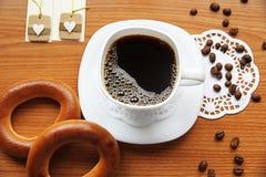 Een geurige kop van koffie royalty-vrije stock afbeeldingen