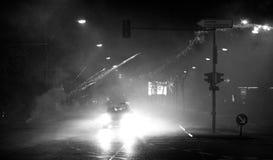Een gevaarlijke Nieuwe jaar` s vooravond in de straat van Berlijn Stock Foto's