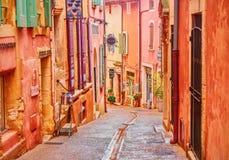 Een gezellig ouderwets en kleurrijk dorp in de Provence die van oker wordt gemaakt royalty-vrije stock afbeelding