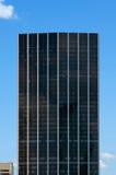 Een gladde zwarte wolkenkrabber Royalty-vrije Stock Foto's