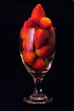 Een glas aardbeien Stock Foto's