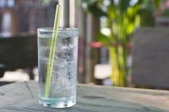 Een glas koel water Stock Afbeelding