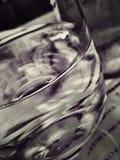 Een glas met water stock foto