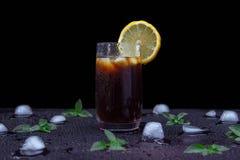 Een glas van het verfrissen van thee stock afbeelding