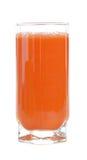 Een glas vers wortelsap stock foto's