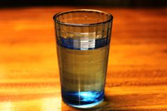 Een glas water Stock Foto