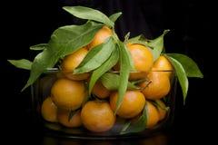 Een glaskruik met fruit Stock Foto's