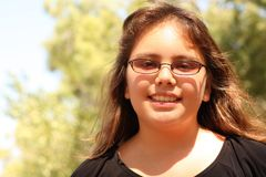 Een glimlachend 13 éénjarigenmeisje Royalty-vrije Stock Afbeelding