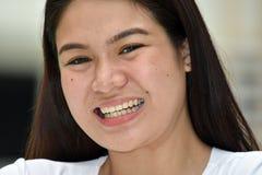 Een Glimlachend Aziatisch Wijfje stock afbeeldingen