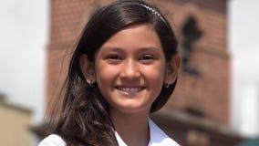 Een Glimlachend Jong Spaans Meisje stock foto's