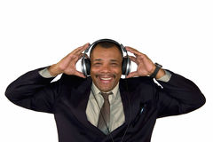 Een glimlachende Afrikaans-Amerikaanse mens met hoofdtelefoons Stock Fotografie