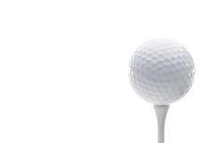 Een golfbal op een T-stuk Stock Foto's