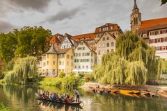 Een gondelrit langs Tübingen van de binnenstad royalty-vrije stock afbeelding